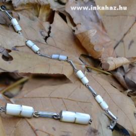 Ezüst karkötő fehér kagyló díszítéssel