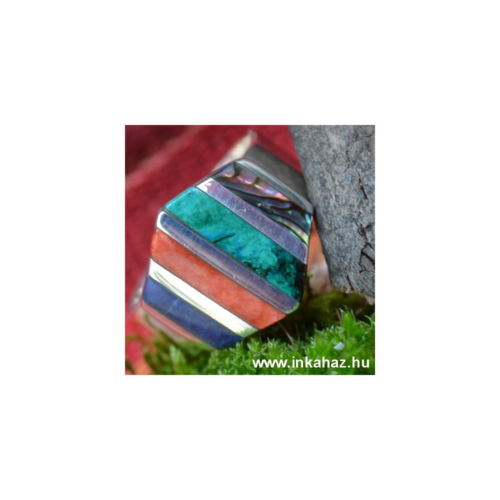 Ezüst gyűrű köves díszítéssel