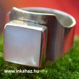 Ezüst gyűrű szögletes formával